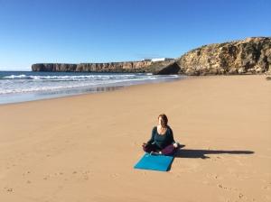 Meditation och Yoga på stranden  algarve portugal